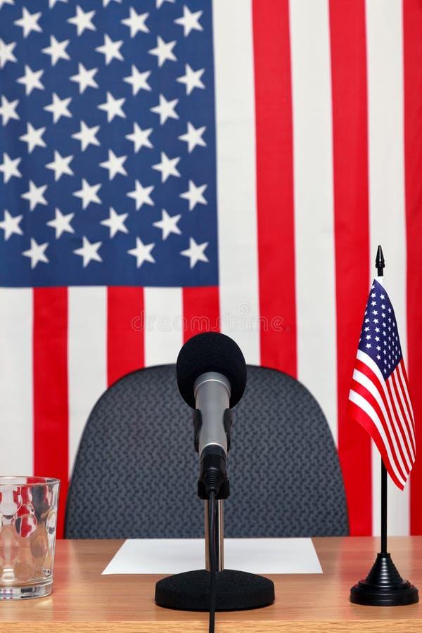Amerikanischer Nachrichtenschreibtisch stockfotos