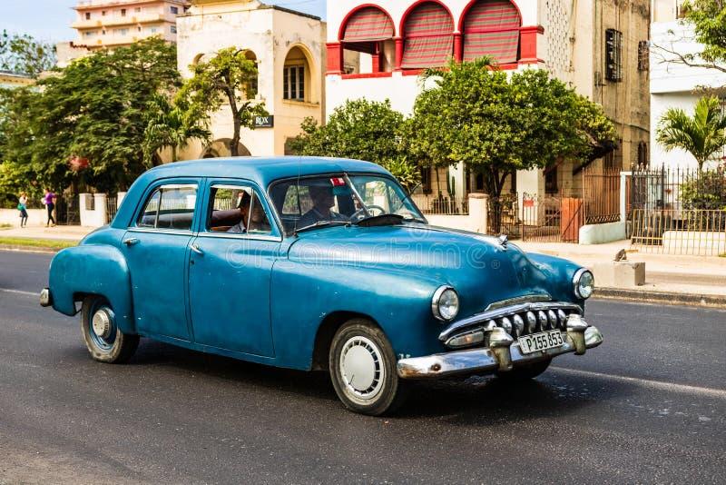 Amerikanischer Oldtimer auf den Stra?en von altem Havana, Kuba lizenzfreies stockbild