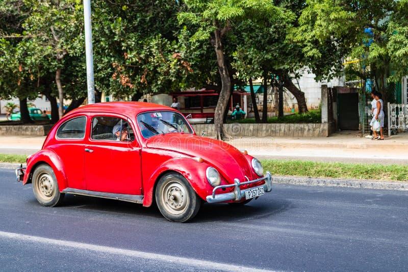 Amerikanischer Oldtimer auf den Stra?en von altem Havana, Kuba lizenzfreie stockbilder