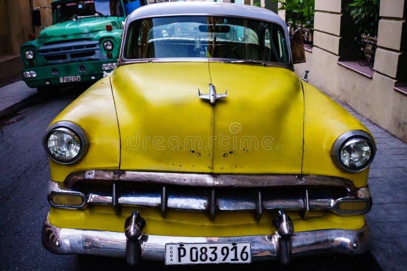 Amerikanischer Oldtimer benutzt als Taxi in Santiago de Cuba, Kuba - 2019 lizenzfreie stockbilder