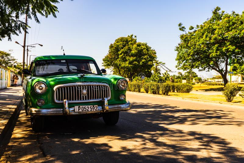 Amerikanischer Oldtimer benutzt als Taxi in Santiago de Cuba, Kuba - 2019 lizenzfreie stockfotos