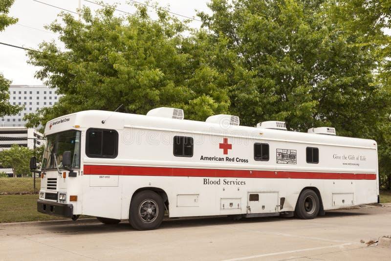 Amerikanisches Blut-Service-Fahrzeug des roten Kreuzes stockbilder