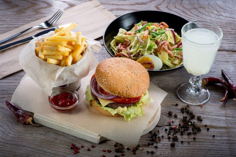 Amerikanisches Mittagessen lizenzfreies stockfoto