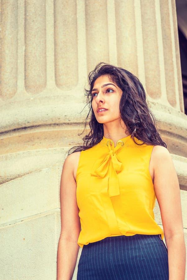 Amerikansk affärskvinna för östlig indier i New York royaltyfri bild