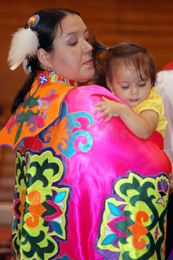 amerikansk barnmoderinföding royaltyfri foto