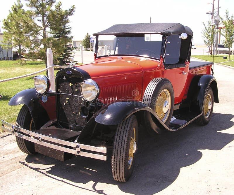 Download Amerikansk biltappning arkivfoto. Bild av retro, rött, hjul - 38614