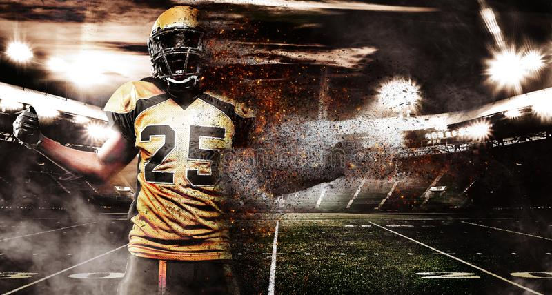Amerikansk fotbollsspelare, idrottsman nen i hjälm på stadion i brand Sporttapet med copyspace på bakgrund arkivfoto