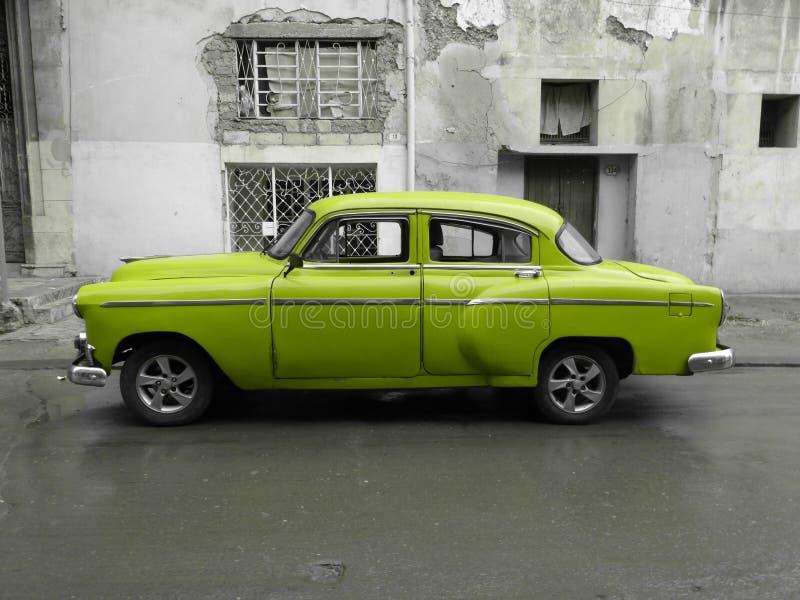 Amerikansk gammal bil i Kuba fotografering för bildbyråer