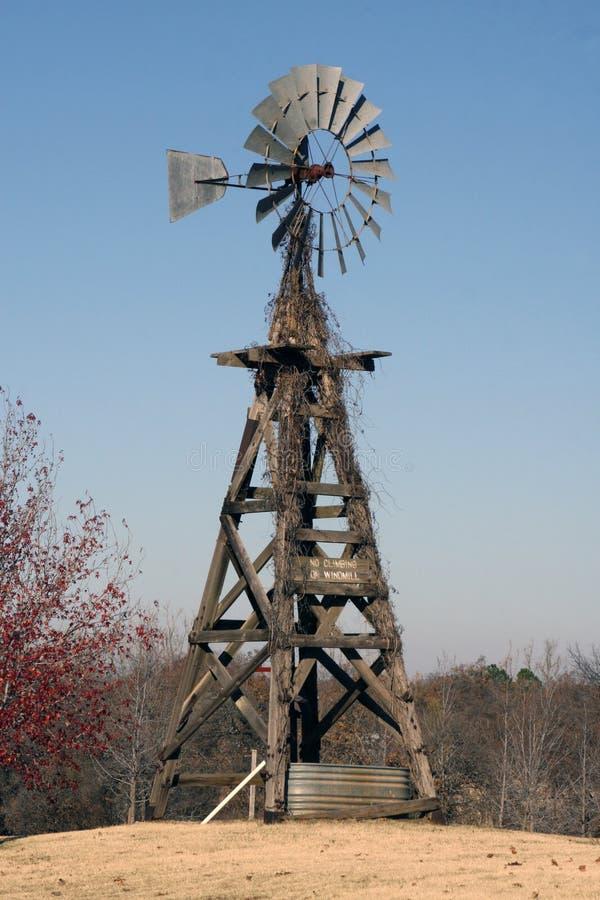 amerikansk gammal windmill royaltyfria bilder
