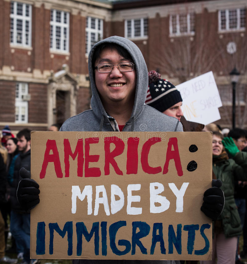 Amerikansk invandrare - studentprotest - RPI - Rensselaer, New York royaltyfria foton