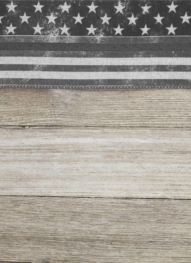 Amerikansk tunn grå linjefärg över bakgrund av trä från väster royaltyfria bilder