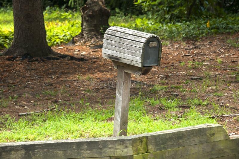 Download Amerikansk Utomhus- Brevlåda Arkivfoto - Bild av postbox, trä: 76700824