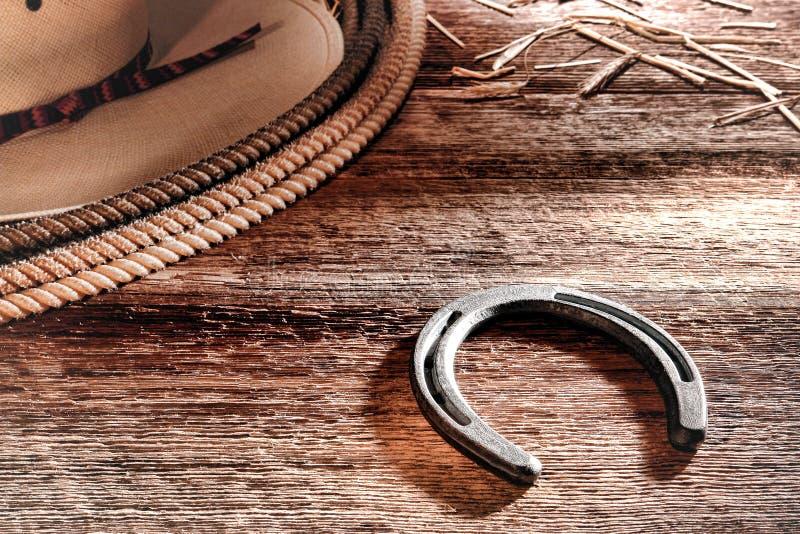 Amerikansk västra hatt och Lasso för RodeoCowboyhästsko royaltyfri bild