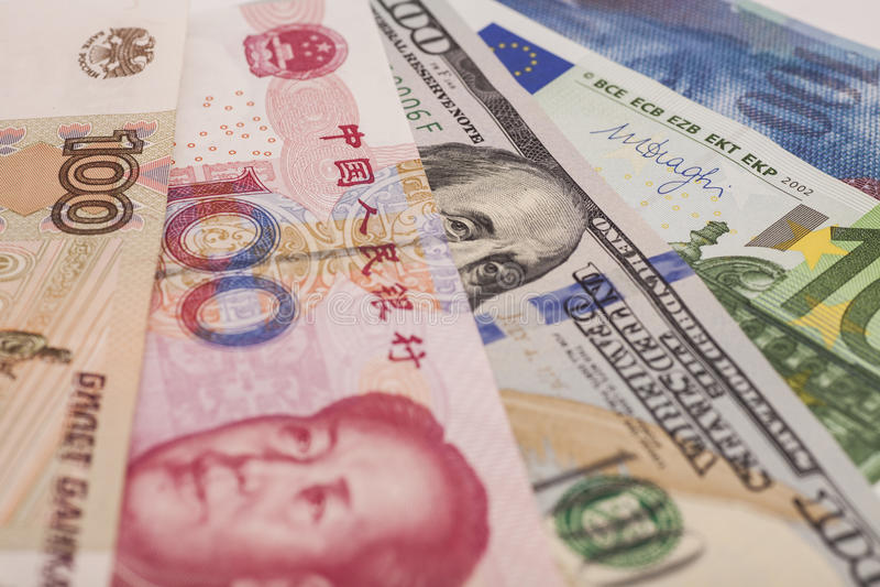 Amerikanska dollar, europeiskt euro, schweizisk franc, kinesisk yuan och Rus arkivfoto
