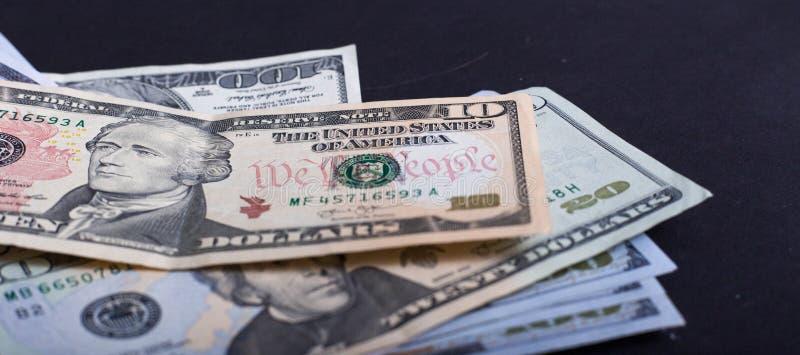 Amerikanska dollar från den Förenta staterna skatten och federal reserv med stående av USA-presidenter arkivbilder