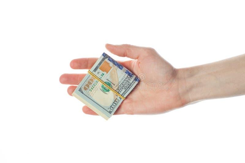 Amerikanska dollar sedlar i den manliga handen som isoleras på vit bakgrund 100 US dollar räkningkassapengar royaltyfria bilder
