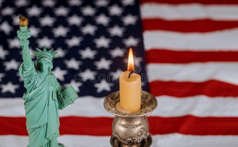 Amerikanska flaggan för minnedag stearinljusbrännskadorna arkivbild