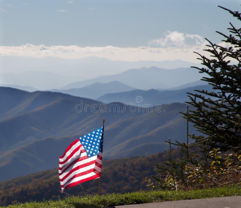 Amerikanska flaggan i berg royaltyfri bild