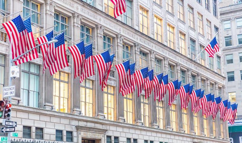 Amerikanska flaggan i Manhattan New York i city arkivfoton