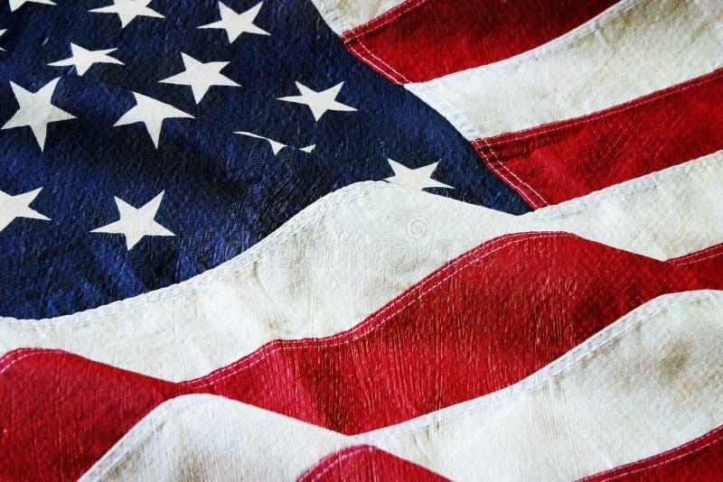Amerikanska flaggan med en kanfas- och målarfärgtextur royaltyfri foto