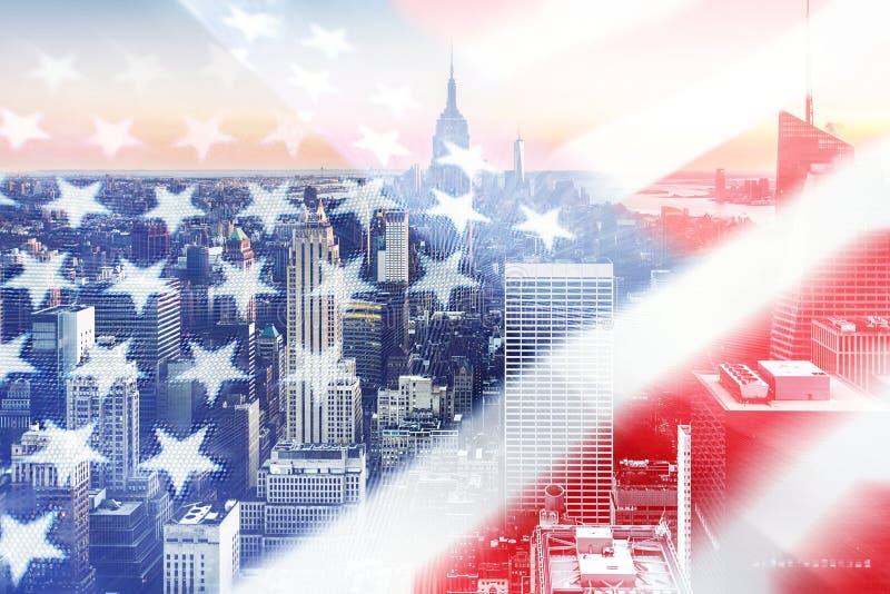 Amerikanska flaggan med staden i bakgrund royaltyfri bild