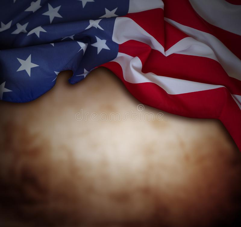Amerikanska flaggan på brunt royaltyfri foto