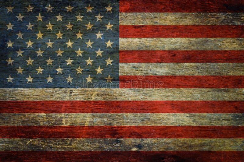 Amerikanska flaggan på grungeträbakgrund fotografering för bildbyråer