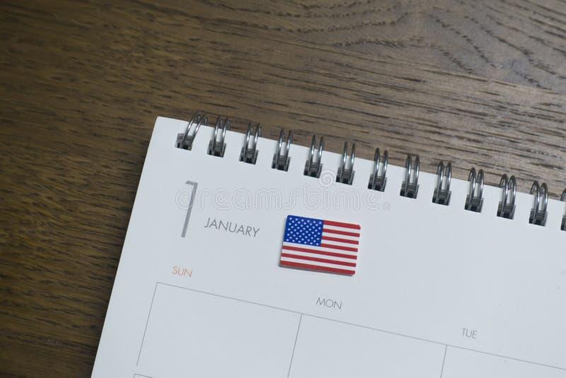 Amerikanska flaggan på Januari av kalendern arkivfoto