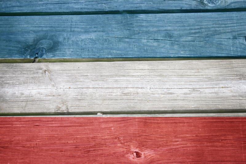 Amerikanska flaggan på trä royaltyfri bild