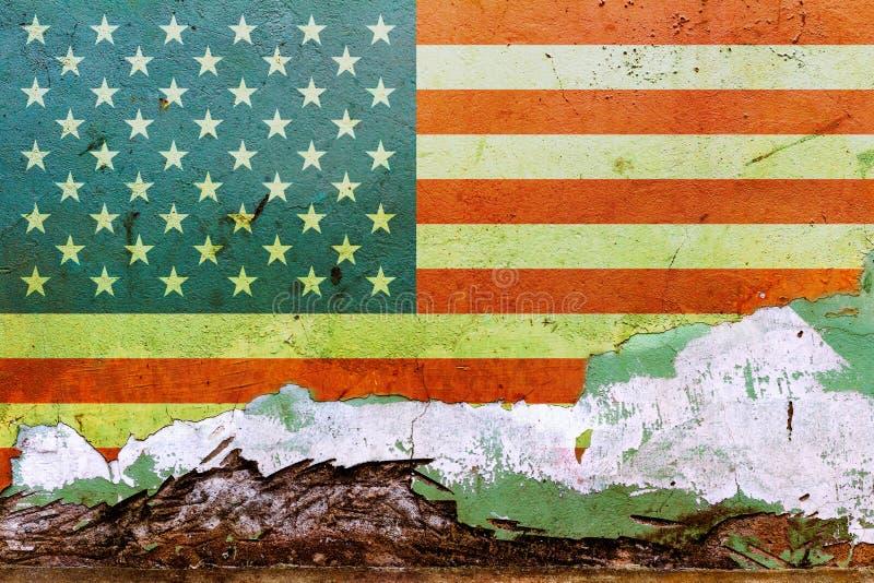 Amerikanska flaggan som målas på en betongvägg Sjunka av USA texturerad abstrakt bakgrund royaltyfri fotografi