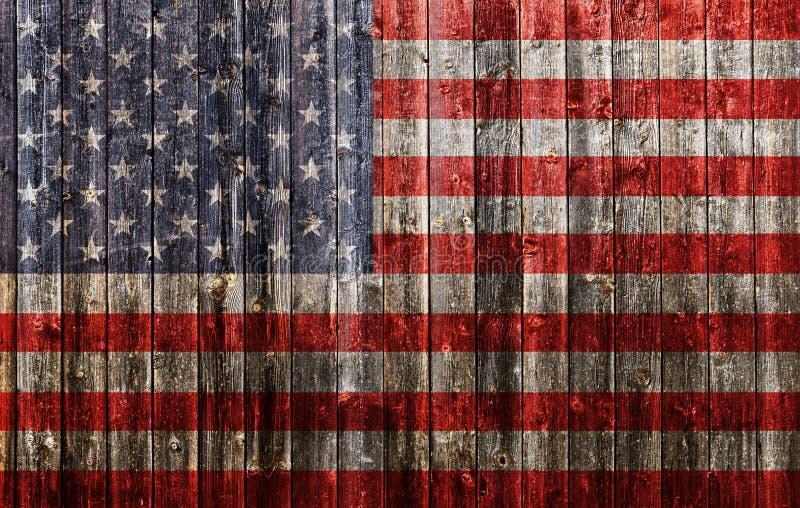 Amerikanska flaggan som målas på gammalt trä arkivfoton