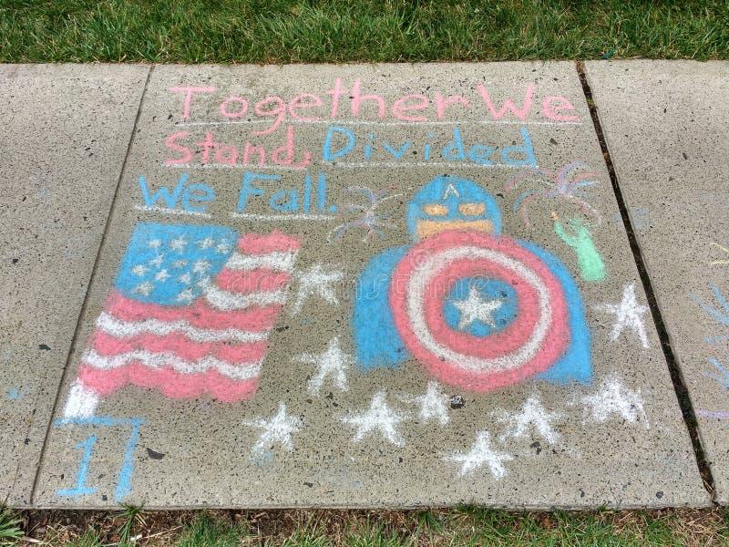 Amerikanska flaggan tillsammans står vi, delat oss faller arkivbild
