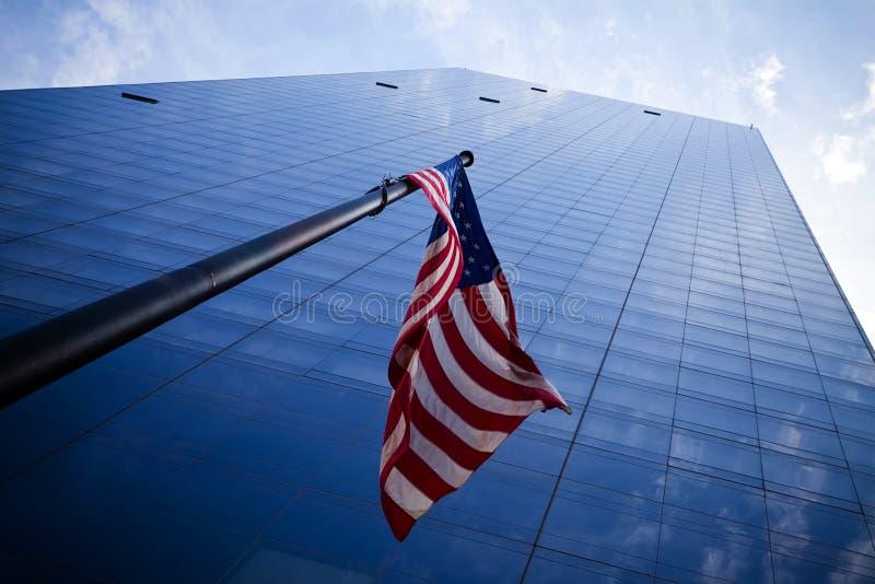 amerikanska flagganskyskrapor fotografering för bildbyråer