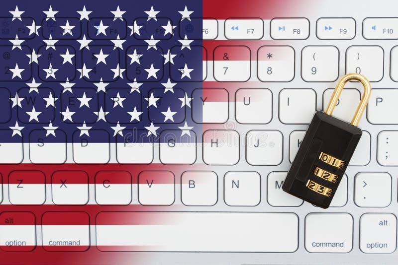Amerikanska flaggantangentbord med ett kombinationslås royaltyfri bild