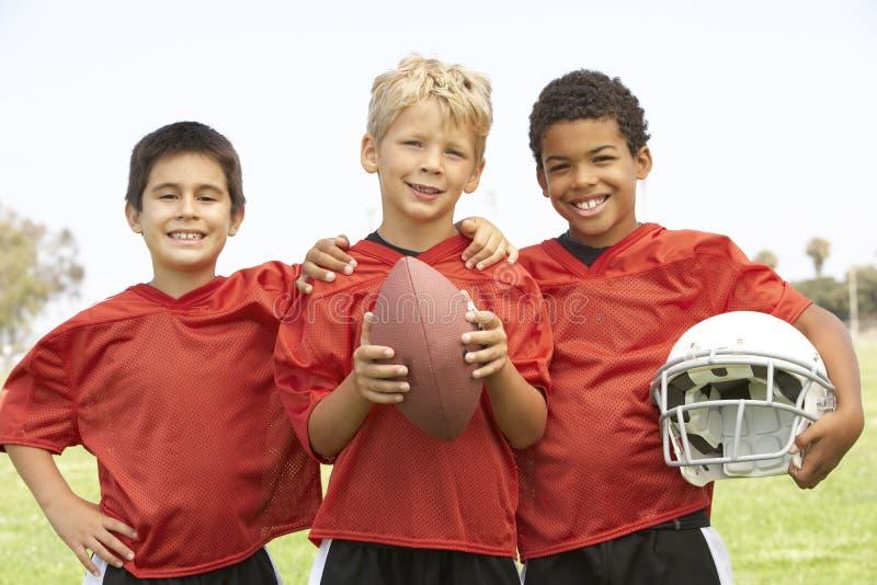 amerikanskt pojkefotbollslagbarn royaltyfria bilder