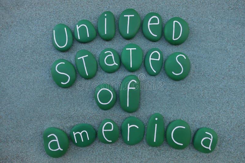 Amerikas förenta stater souvenir med gröna kulöra stenar över grön sand stock illustrationer