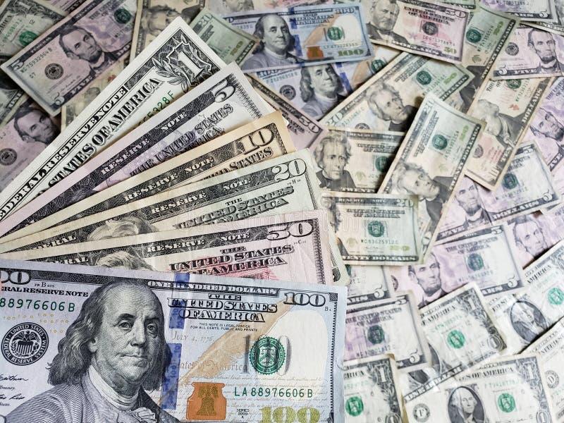 Amerykańscy dolary banknotów różni wyznania, tło i tekstura, zdjęcia royalty free