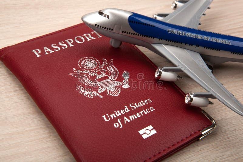 Amerykańska podróż przez Amerykańskich linii lotniczych i biznesowej podróży obraz stock