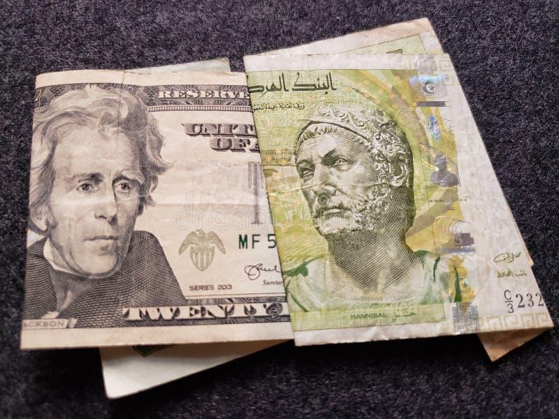 amerykański banknot dwadzieścia tunezyjczyków banknotów pięć dinarów i dolary zdjęcie royalty free