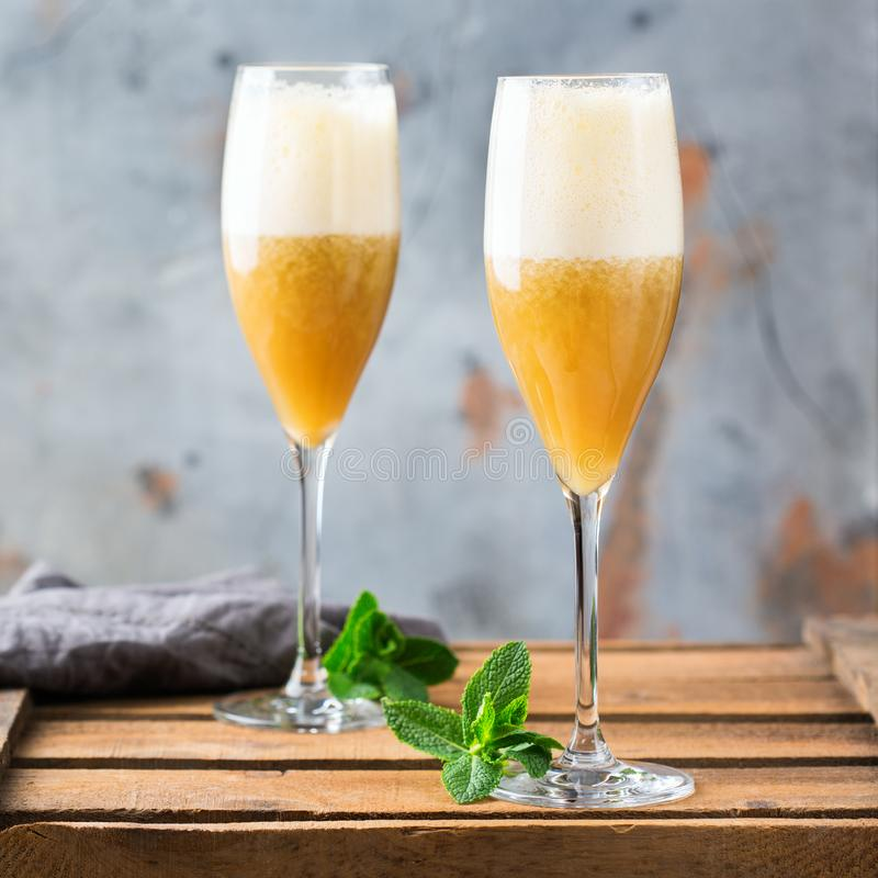 Amerykański fizz koktajl z rumem i szampanem zdjęcie royalty free