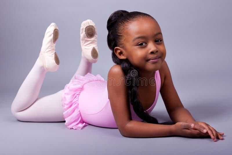 amerykanin afrykańskiego pochodzenia baleta kostiumu dziewczyny target1047_0_ zdjęcie royalty free