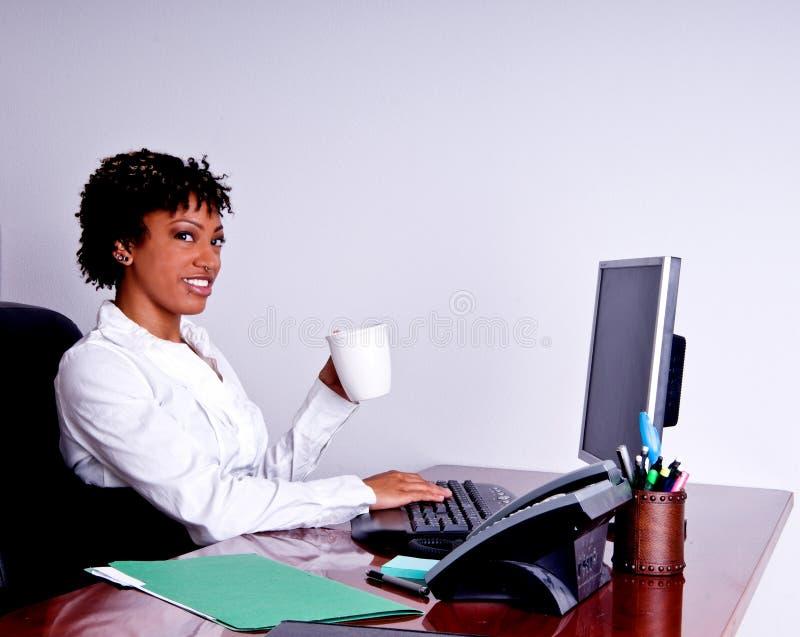 amerykanin afrykańskiego pochodzenia biznesowa kobieta obrazy stock