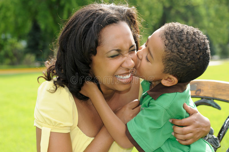 amerykanin afrykańskiego pochodzenia dziecka szczęśliwa matka fotografia royalty free