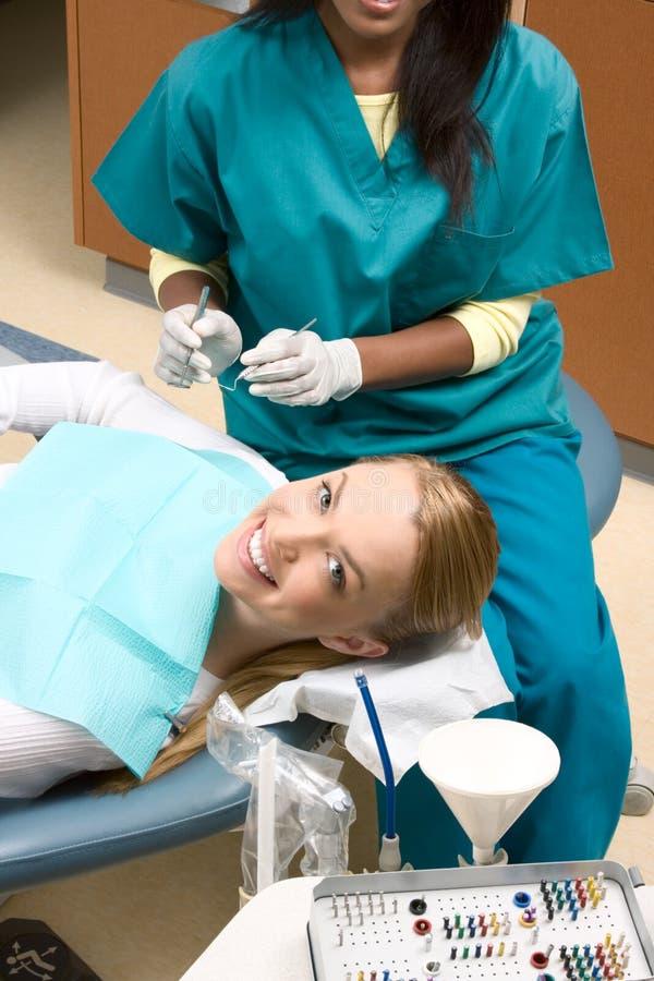amerykanin afrykańskiego pochodzenia kobieta dentysty kobieta obraz royalty free