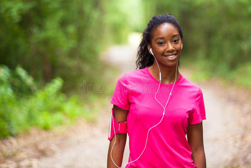 Amerykanin afrykańskiego pochodzenia kobiety jogger portret sprawność fizyczna, ludzie i h -, obraz stock