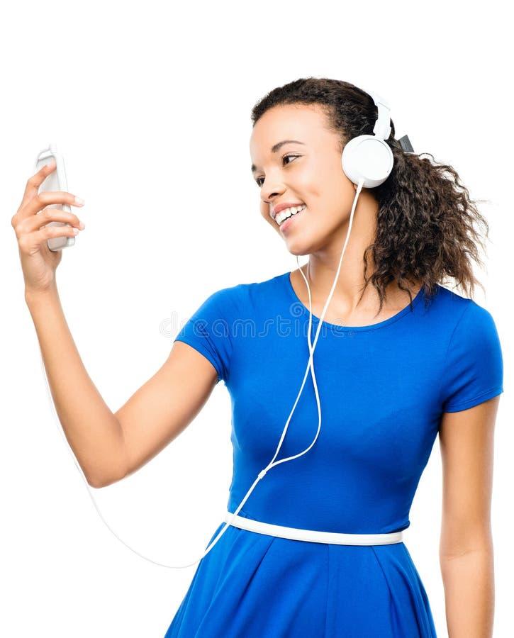Amerykanin afrykańskiego pochodzenia kobiety przesyłanie wiadomości wideo telefon komórkowy odizolowywający zdjęcia royalty free