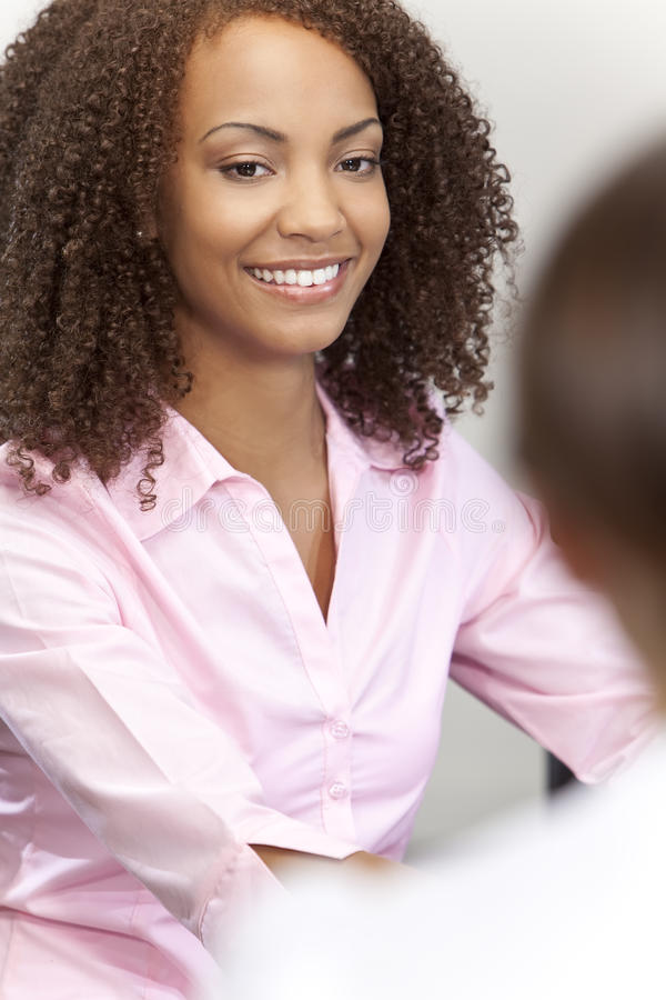 amerykanin afrykańskiego pochodzenia piękna dziewczyna mieszam biegowy ja target2376_0_ obrazy royalty free
