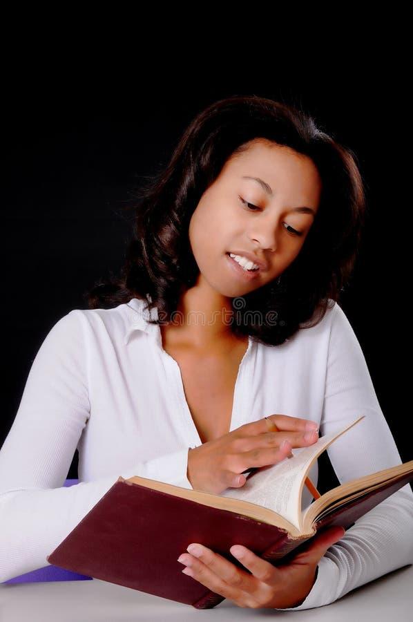 amerykanin afrykańskiego pochodzenia student collegu zdjęcie stock