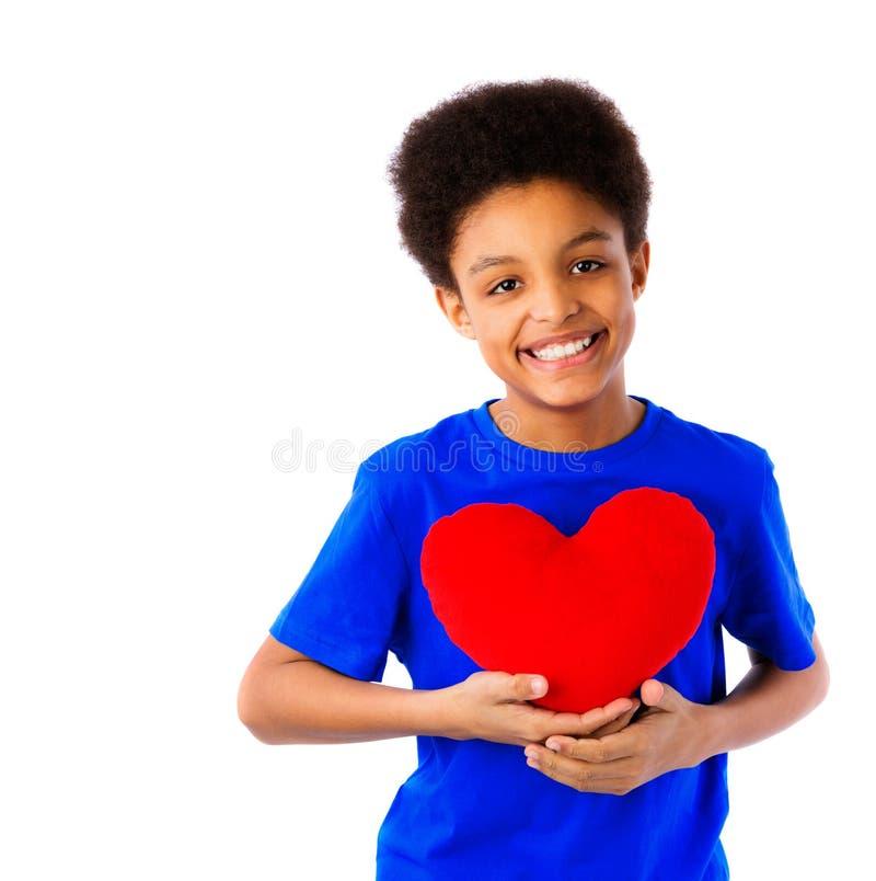 Amerykanin Afrykańskiego Pochodzenia szkolnej chłopiec mienia valentines kierowi fotografia stock