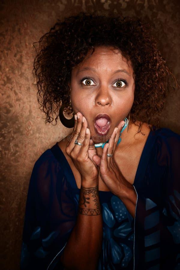 amerykanin afrykańskiego pochodzenia szokująca kobieta zdjęcia royalty free